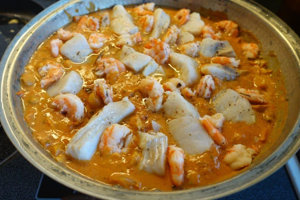 plat de poisson et crustacés